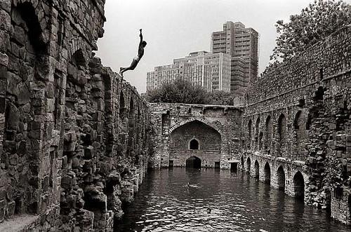 Diving-into-Ugrasen-Baoli-Delhi-–-Raghu-Rai
