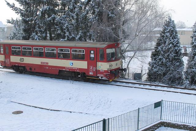 Lužec nad Vltavou - Vraňany train
