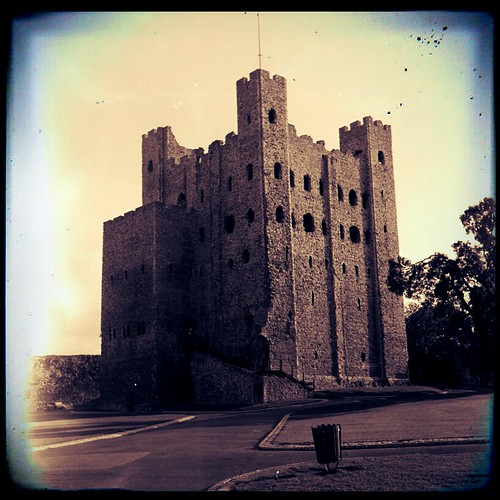 Rochester Castle retouched by deadheaduk