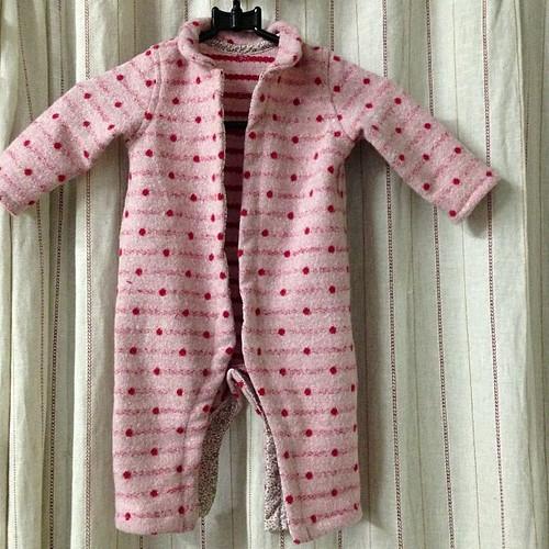 赤ちゃんのカバーオールを作ってみました(^_−)−☆ホック付けだけでも、新米ママに任せないと、過保護になってしまうやろ〜(^_^;)