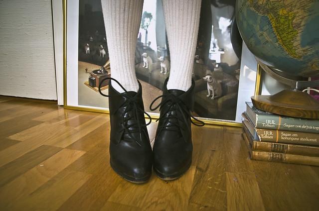Apropå nya skor så har jag ju ett par semi-nya skor som jag köpte i Hong  Kong och helt glömde visa för er! Såhär ser de ut  9317fdead517c