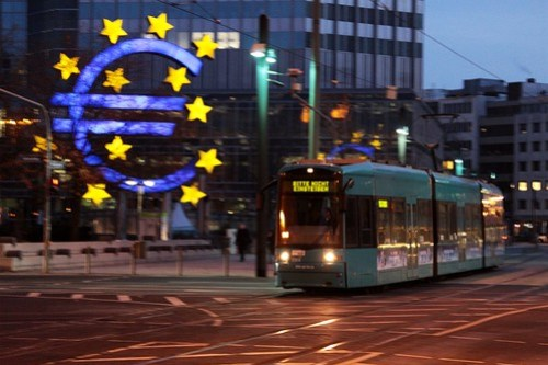 VGF S 228 passes the giant Euro at Willy-Brandt-Platz in Frankfurt