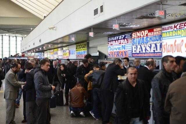 安卡拉 (Ankara) 真不愧是首都城市,轉運站也有兩樓,搞得像機場的出入境大廳似的。巴士公司也是多得眼花撩亂,即使如此,我們還是買到了不甚理想的客運,就怪自己太嫩了。