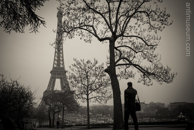 Businessman opposite the Eiffel tower