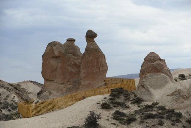 德伍連特谷 (Devrent Valley) 有許多擬人擬物化的岩石,就像我們的女王頭一般,其中一塊駱駝岩,是最大、最顯著、最容易辨認的,另外還有一塊像是拿破崙的帽子的石頭。