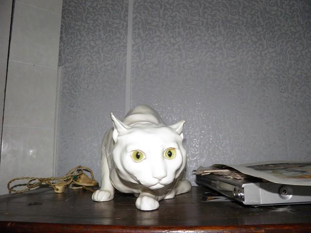 Фарфоровый кот // Porcelain cat