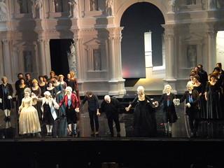 Applausi finali alla compagnia di canto per La clemenza di Tito