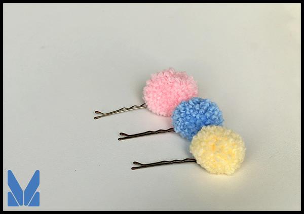 pompon hair pins