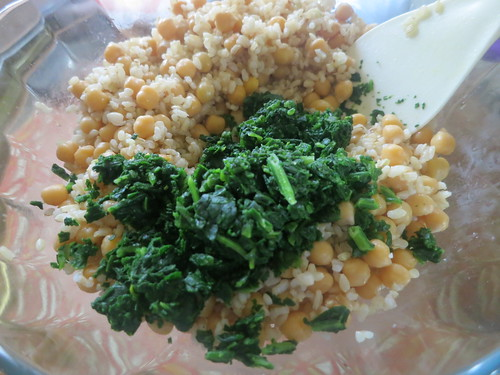 Brown rice and chick pea salad