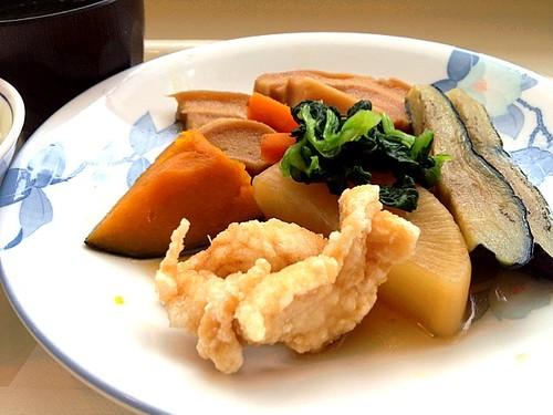 今日の社食はとりささみと茄子の含め煮。440円。
