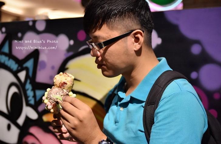 29669626223 4311945f66 b - Emack & Bolio's台中大遠百店開幕摟,繽紛甜筒杯搭配特殊口味冰淇淋,超級好拍照