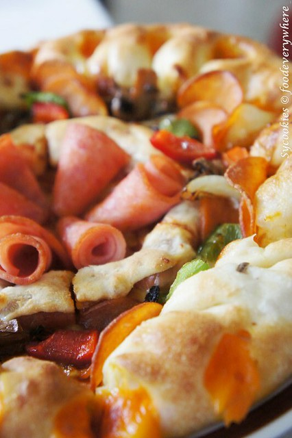 2.pizza hut sausage pizza (7)