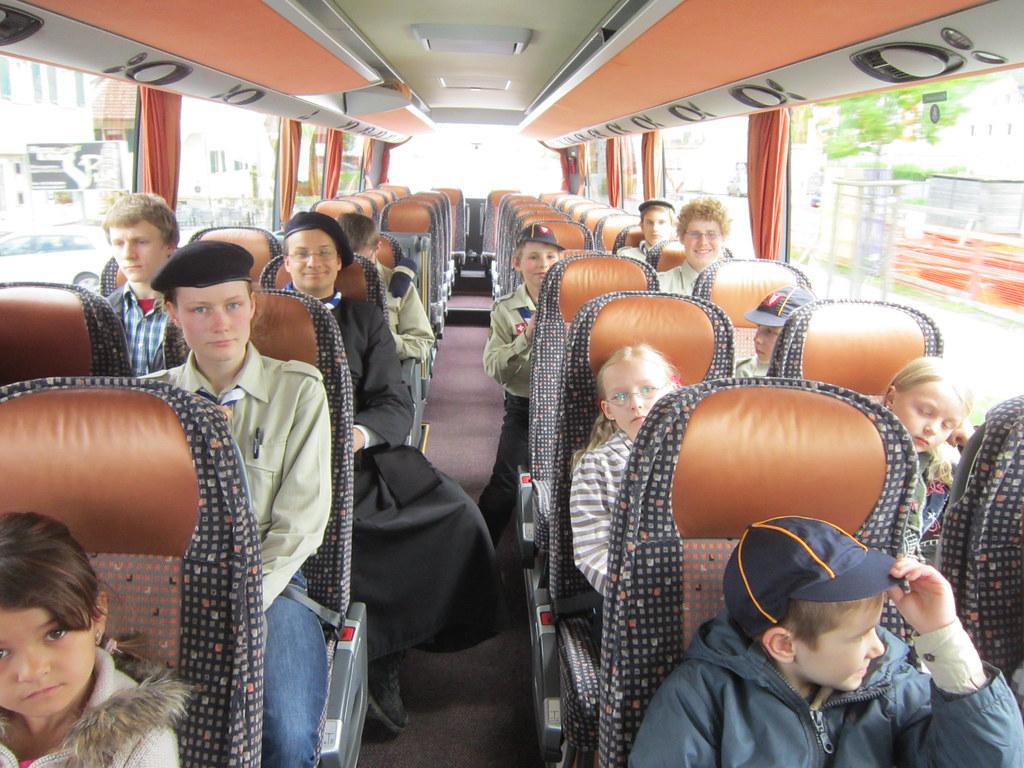 im Bus zum Flugplatz