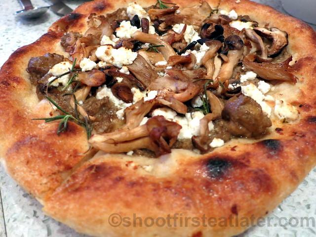 fire roasted truffled mushroom pizza P350