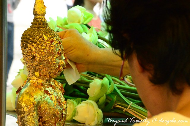 devotion, grand palace bangkok