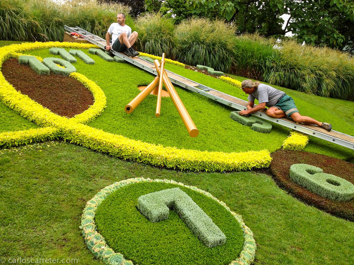 Reloj floral en el Jardín Inglés