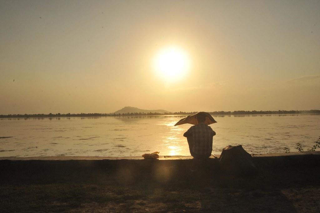 silhouette : Fishing in water, Fishing in mind; Dal Lake, Srinagar, Kashmir, India