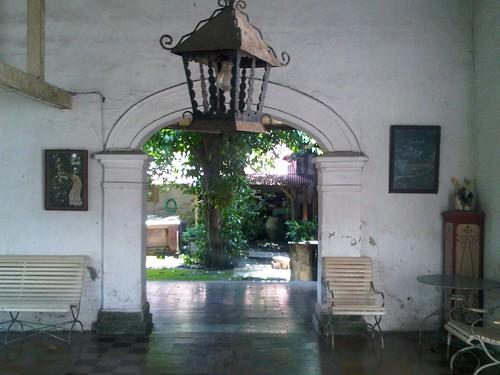lampu antik di rumah tua