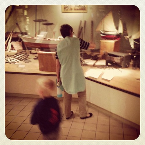 De poetsvrouw van het museum achtervolgde ons