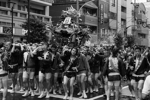 Cargando el お神輿[Omikoshi]