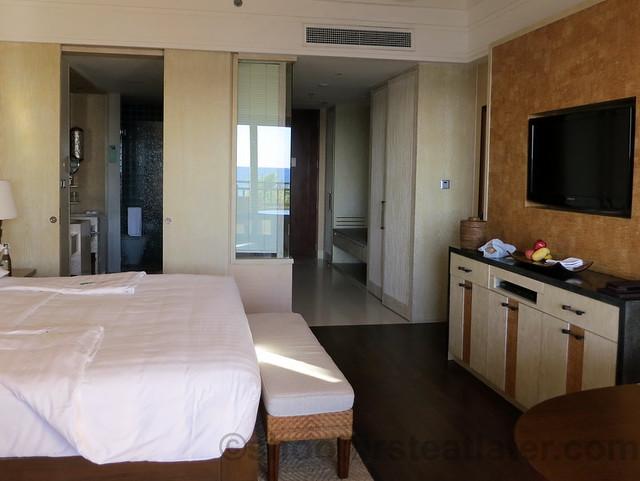 Shangri-La's Boracay Resort & Spa- deluxe seaview room-002