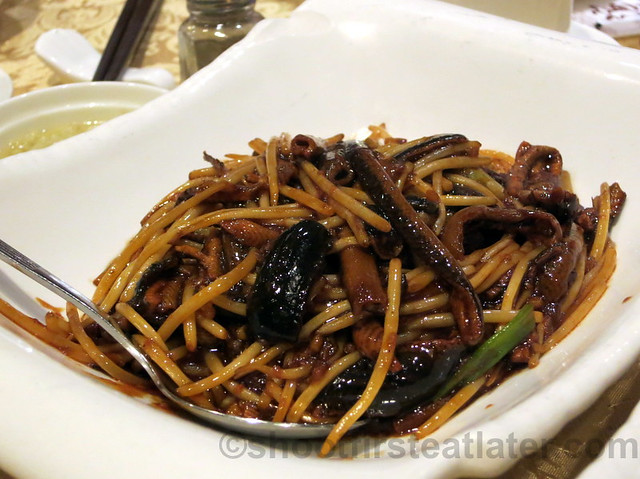 sautéed eel with bean sprouts HK$96