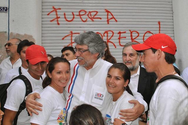Fernando Lugo comparte con jovenes al cierre de foro