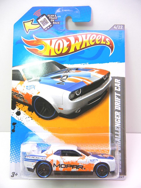 hot wheels dodge challenger drift car white (1)