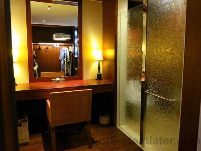 Shangri-La's Boracay Resort & Spa- seaview suite-005