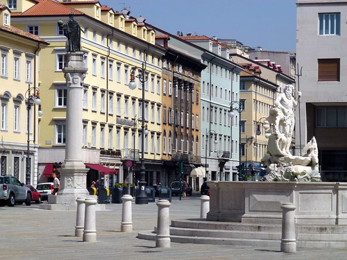 Piazza della Borsa, Trieste