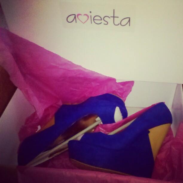 Woohoo /o/ zapatos nuevos gracias a @aviesta. :D
