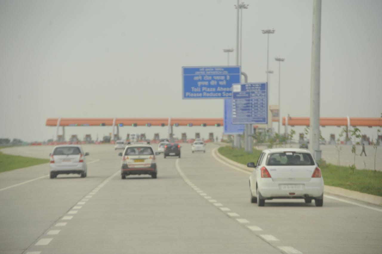 First of the three toll gates at 38kms from the Clove flyover