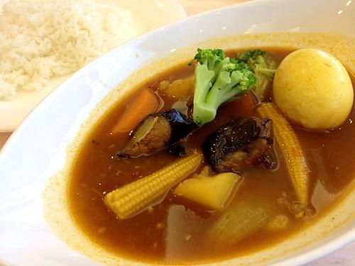 今日の社食は野菜スープカレー。500円。