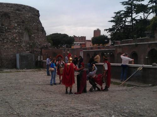 """ROMA ARCHEOLOGIA:""""Roma citta eterna"""" dello schifo,"""" Il terrazzo che guarda al Colosseo. E che annega nel degrado e nell'abbandono. Blog di ROMA FA SCHIFO (30/08/2012). by Martin G. Conde"""