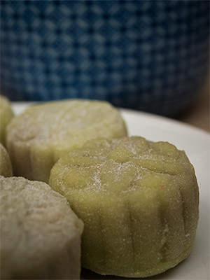 Make your own snow skin mooncakes