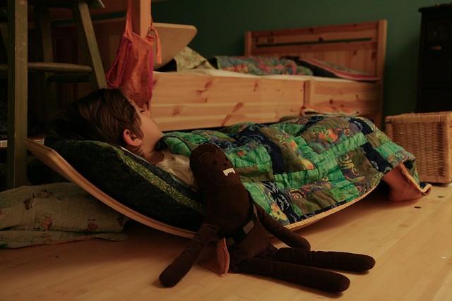 a sleeping boy + weekend links
