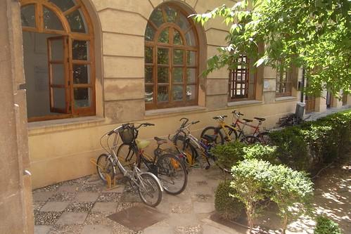 Aparcamiento para Bicicletas Colegio Mayor isabel la Catolica Granada.