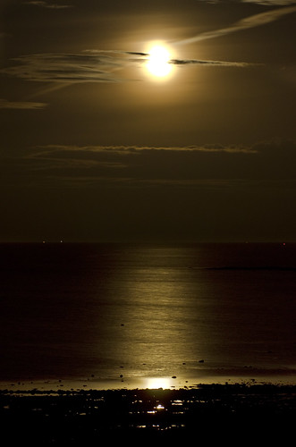 Moonrise over the Forth 5 September 2012