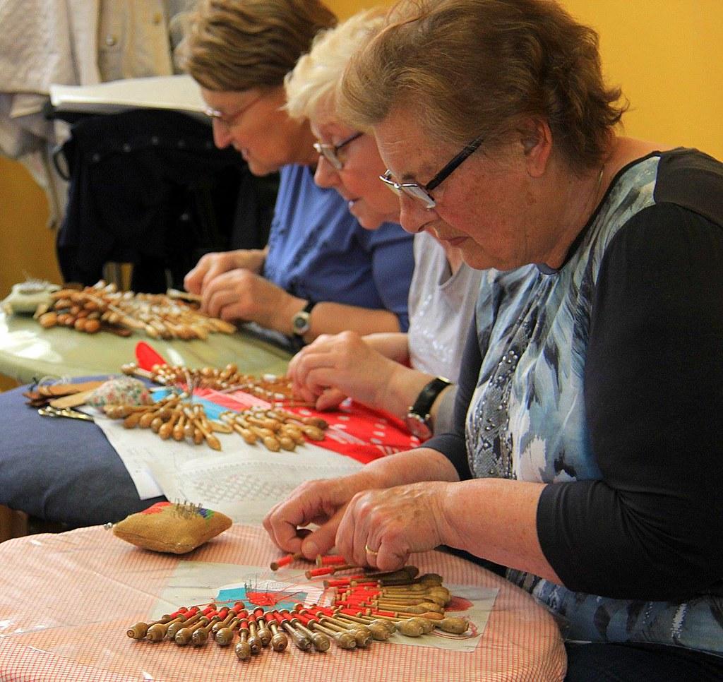 Brugge lace makers at Kantcentrum