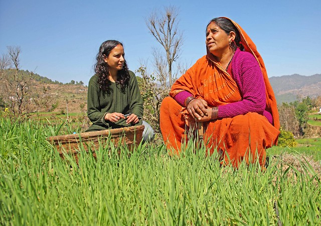 Sapna Jarial discusses dual purpose crops with a local farmer