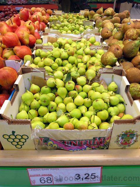 supermarket in San Sebastian- small pears