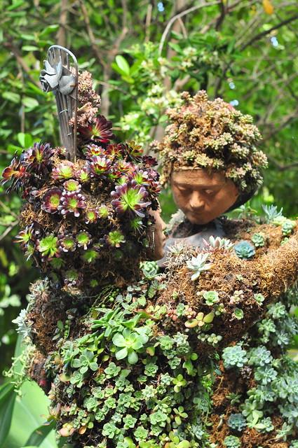 topiary dancers
