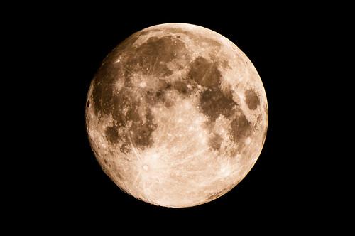 ほとんど満月
