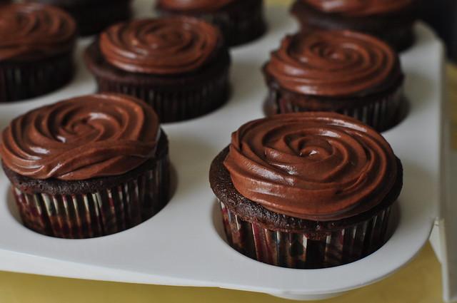 dark chocolate cupcakes 02