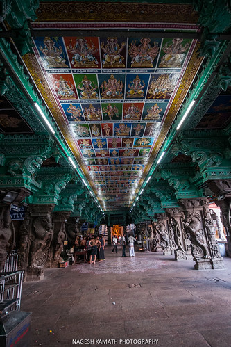 Paintings on the roof at Meenakshi Temple