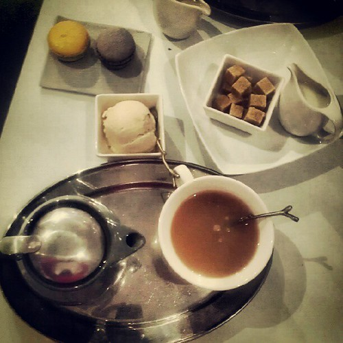 Tea, my first macaroon and earl grey ice cream with @jesswonderland #perfection