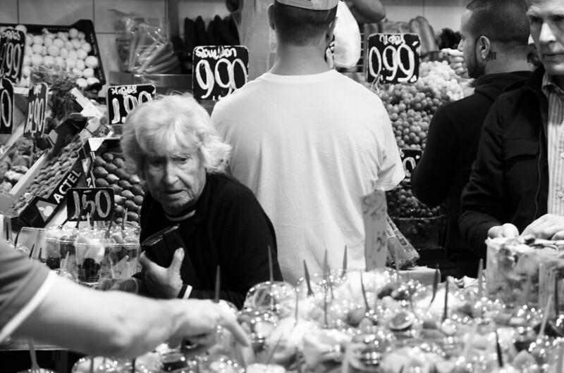 Anciana en el mercado.