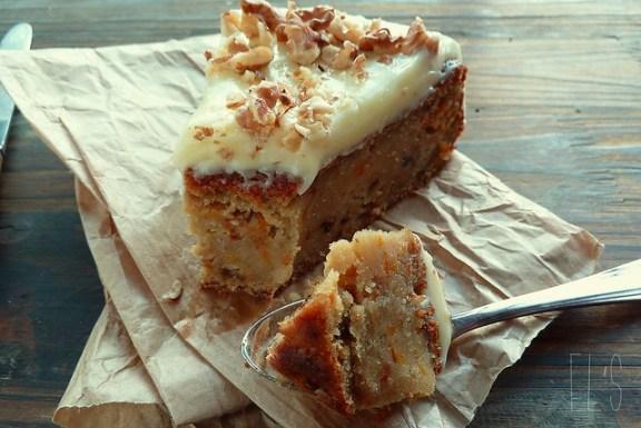 Carrot cake à la patate douce et aux noix