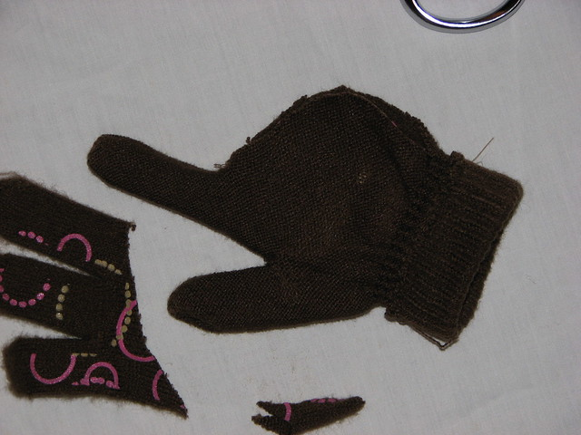 You can turn the trimmed glove inside out to start the sewing.
