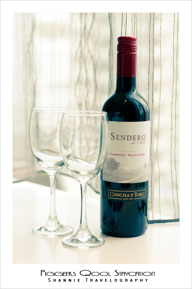 Sendero complimentary red wine at Quincy Hotel Singapore